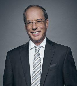 Michel Lorrain de Cogeco Média, président d'honneur de la 65e Traversée internationale du lac St-Jean